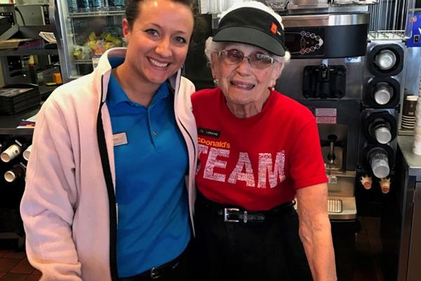 マクドナルドでバリバリ働く94歳のおばあちゃん