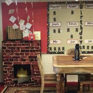 教室がハリーポッターの世界に!? 粋な先生の計らいに子どもたち大喜び!