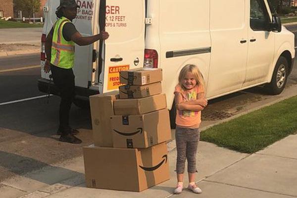 【イタズラ大成功!!】親のアカウントから内緒でおもちゃを購入した女の子