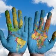 """~Here we are! Global Communication Div.!!~""""たのしいさわぎ""""は国境を越える!新設「グローバルコミュニケーション部」のご紹介"""
