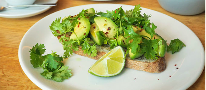 世界のセレブの定番朝食「アボカドトースト」の始まりはbills!?おすすめブランチメニューをご紹介します!