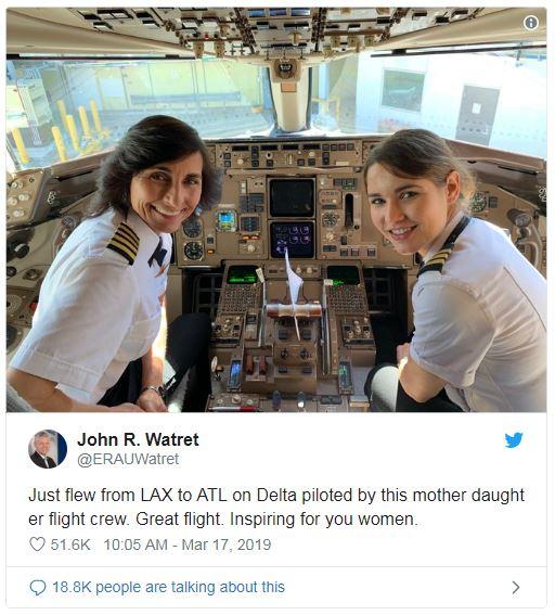 母娘そろってパイロット!操縦室に二人並んだ写真が話題に