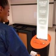 イギリスの大学に設置された「短編小説の自販機」が素敵