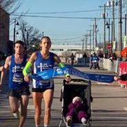 【アメリカ】子供を乗せたベビーカーを押してハーフマラソンを完走したお母さんランナーが世界記録を樹立!