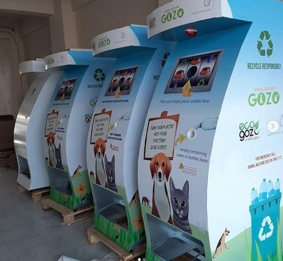 【トルコ】空のペットボトルを入れると地域動物の餌が出てくる「リサイクルマシーン」!?
