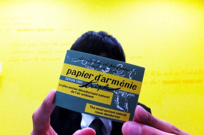 今日は七夕!短冊に「モテたい」と書いた男性に! フランスで見つけた「恋」を運ぶ紙!