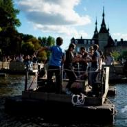 いかだでソーシャルディスタンス!ベルギーで開催された一風変わった音楽フェス