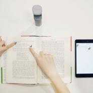 指をさすだけでわからない言葉を検索できる便利ツール「Googstick」で外国語の本も楽々読破!?