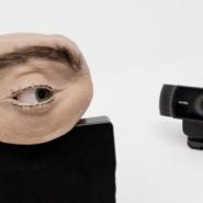 【ドイツ】ギョロギョロ動く本物そっくりの「目」がついたウェブカメラ「Eyecam」が誕生!
